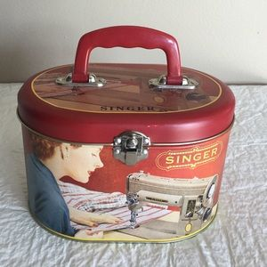 SINGER Sewing Tin